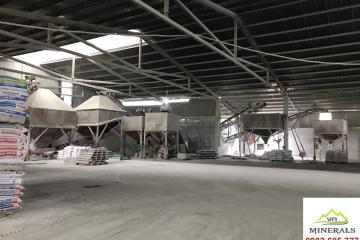 Máy sản xuất bột đá và kho chứa hàng